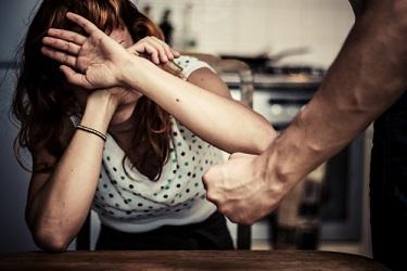 זיכוי מעבירת תקיפת שוטר תקיפת בת זוג חבלנית ואיומים